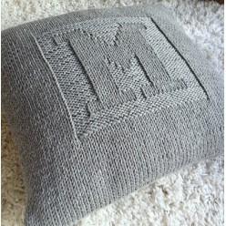 Вязаные подушки с логотипом